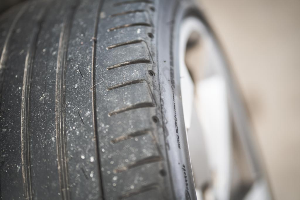 Audi Alufelge abgefahrener Reifen