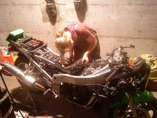 KFZ-Technikermeisterin Sarah und Motorrad